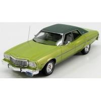 FORD Gran Torino Brougham 4-doors, 1976, l.green