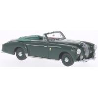 VW Beutler Coupé, 1957, gold/grau  LAGONDA 3-litre, 1956, d.green