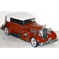 CADILLAC Fleetwood 1933 rouge