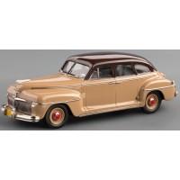 DeSOTO 4-ddor Sedan, 1942, navajo brown/palamino beige